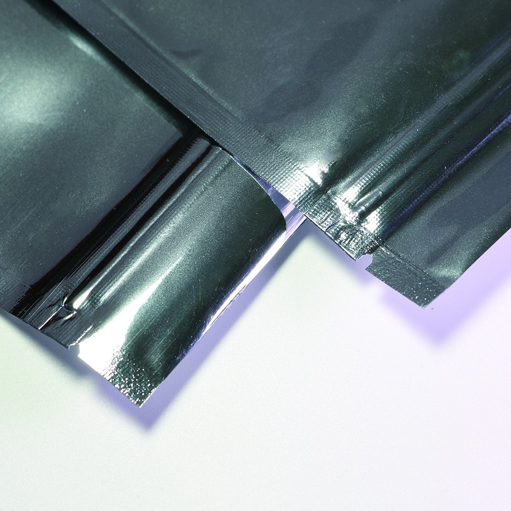 shiny silver flat ziplock bags 14 cm x 20 cm 5 5 inches x 7 8 inches 500 bags lot oem bargain. Black Bedroom Furniture Sets. Home Design Ideas