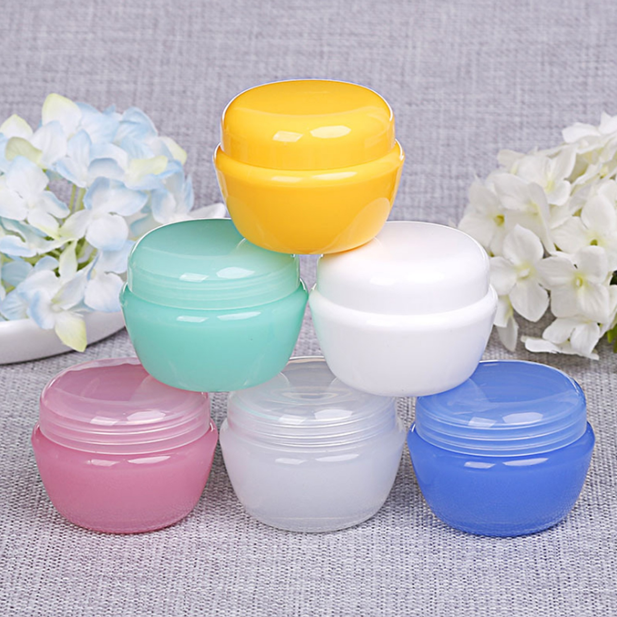 Set of 18 Refillable 20g (0.7oz) Random Colors Plastic Round Container Jars (18 Containers/Lot)