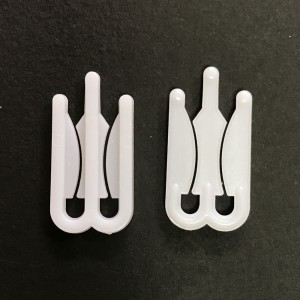 White Polystyrene Merchandise Garment Packaging Clips 0.5 x 1.25 x 0.075 inches - 2000 Clips/Lot